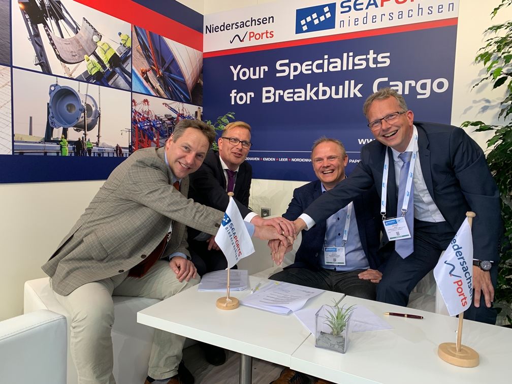 Photo: from the left Arne Ehlers, Managing Director of Blue Water BREB GmbH; Knut Kokkelink; site manager for Cuxhaven of Niedersachsen Ports; Brian Sørensen; Head of Business Development; Blue Water Shipping A/S; Holger Banik; Managing Director of Niedersachsen Ports GmbH & Co. KG and JadeWeserPort Realisierungs GmbH & Co. KG